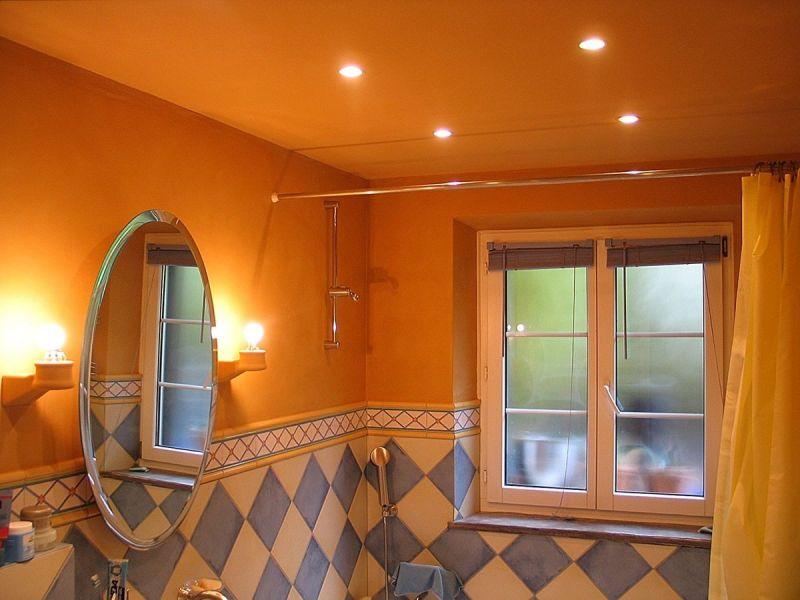 lehmwand-badezimmer
